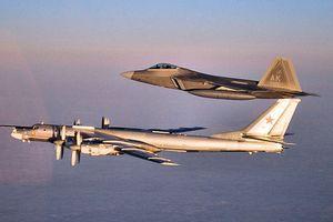 Tu-95 Nga 'lượn lờ' ở Alaska, Mỹ mang cả F-22 ra đánh chặn