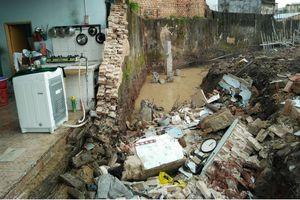 Đồng Nai: Tường rào nhà máy bỗng đổ sập, nam công nhân tử vong