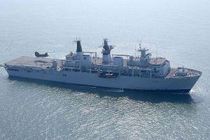 Trung Quốc cảnh báo Anh sau vụ tàu chiến