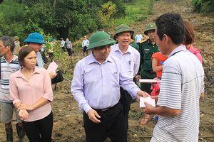 Trưởng Ban Tổ chức T.Ư Phạm Minh Chính thăm vùng lũ Mường Lát