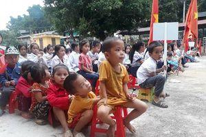 Thanh Hóa: Hàng trăm học sinh Mường Lát đón lễ khai giảng muộn