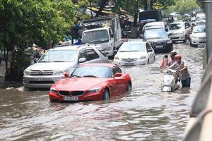 8 điều cần làm ngay khi xe ô tô đi vào vùng ngập nước