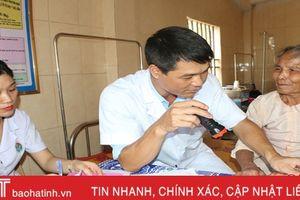 1.800 người dân HàTĩnh được khám miễn phí các bệnh về tim, da liễu
