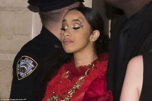 9 Cardi B và Nicki Minaj đánh nhau tại sự kiện thời trang