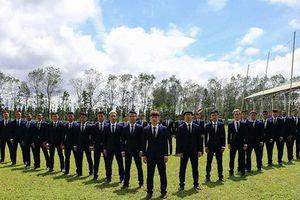 Đăng ảnh diện vest bảnh bao, dàn cầu thủ U23 khiến người hâm mộ 'nhìn nhầm' tưởng nhóm nhạc nào sắp debut