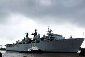 Trung Quốc dọa hủy đàm phán Brexit vì tàu Anh tiến gần Hoàng Sa