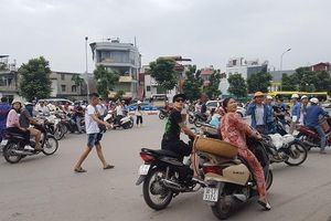 Nhà cao tầng tại Hà Nội rung lắc