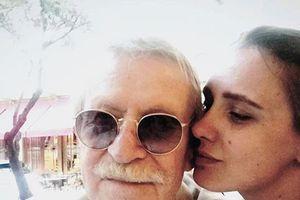 Không được quan hệ với vợ trẻ, nam diễn viên 87 tuổi bất ngờ nộp đơn ly hôn