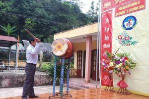 Hơn 900 học sinh xã Mường Chanh đến trường trong ngày khai giảng muộn
