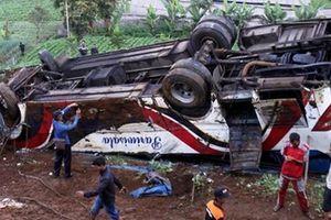 Xe bus hết đăng kiểm lao xuống vực, 21 người thiệt mạng