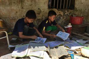 Hội Chữ thập đỏ Việt Nam thăm gia đình nghèo tan hoang sau mưa lũ