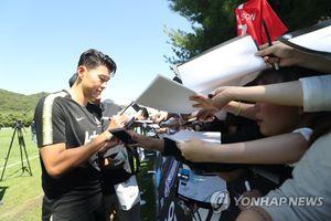 Son Heung-min thu hút hàng nghìn fan nữ trong buổi tập của ĐT Hàn Quốc