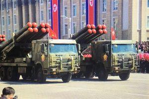Xe tăng và các vũ khí mặt đất trong diễu binh ở Triều Tiên