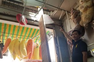 Ván gỗ rơi thủng mái nhà dân ở Sài Gòn, bồi thường 4 triệu
