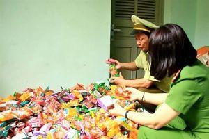 Thu giữ gần 2.000 chiếc bánh trung thu không rõ nguồn gốc