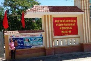 Chuyện lạ ở Quảng Bình: Vào nhà phải trèo qua cổng ủy ban