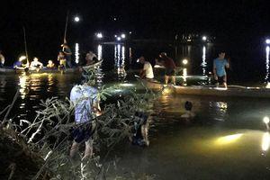 2 nữ sinh chết đuối thương tâm, sách vở để trên bờ sông
