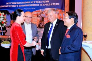 Trang trọng kỷ niệm 73 năm Quốc khánh Việt Nam tại Ba Lan và 100 năm giành độc lập Ba Lan