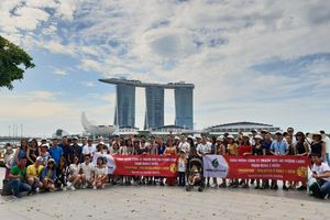 Giám đốc công ty BĐS 'gây bão' vì bao cả công ty đi du lịch Singapore và Malaysia