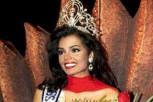 Hoa hậu Hoàn vũ 1995 Chelsi Smith qua đời ở tuổi 45 vì ung thư