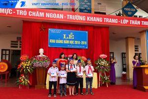 VNPT tại Phú Thọ trao 108 suất học bổng cho các em học sinh vượt khó học giỏi