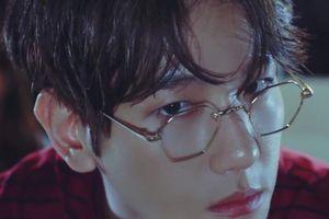 Quên kính thường đi, đẳng cấp tiên tử của Baekhyun (EXO) là phải đeo kính hình lục giác