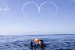 Người đàn ông dành 100 ngày bơi quanh nước Anh