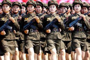 Đội nữ binh khả ái tham gia diễu binh mừng 70 năm quốc khánh Triều Tiên