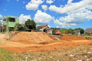 Phù Mỹ (Bình Định): Nhiều công trình xây dựng trái phép 'mọc' ven đầm Châu Trúc