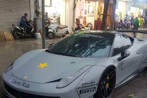 Ferrari 458 Italia độ Liberty Walk 'tắm mưa' giữa phố Sài Gòn