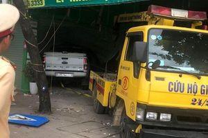 Tai nạn thương tâm: Ô tô bán tải đâm 2 thiếu nữ tử vong