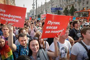Biểu tình phản đối tăng tuổi về hưu ở Nga