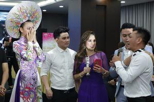 Siêu mẫu Lại Thanh Hương bật khóc trong đêm đấu giá từ thiện