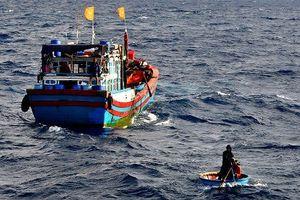 Cấp cứu ngư dân bị tai nạn hi hữu tại Trường Sa