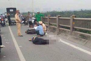 Đi xe máy đâm vào thành cầu Vĩnh Tuy, người đàn ông tử vong
