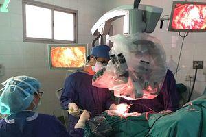 Bé trai chảy máu não bị bệnh viện trả về 2 lần được cứu sống thần kỳ