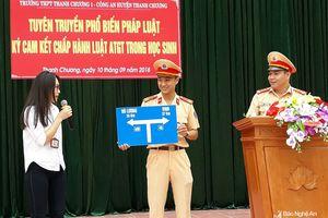 1.300 học sinh Thanh Chương ký cam kết không vi phạm ATGT