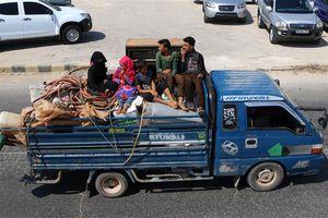 Thường dân Syria gói ghém đồ đạc tháo chạy khỏi điểm nóng Idlib
