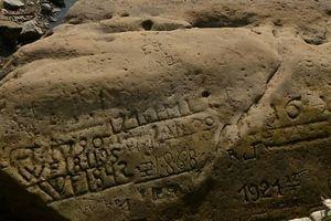 Những 'phiến đá khát' đã lộ thiên do hạn hán tại Séc