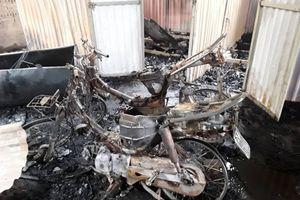 Cháy nhà xưởng giữa trưa, nhiều xe máy bị thiêu rụi