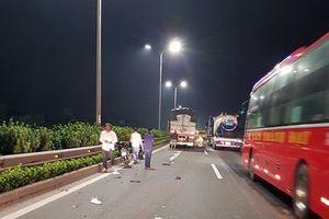 Điều khiển xe máy vào đường cao tốc, thanh niên bị ô tô tông tử vong