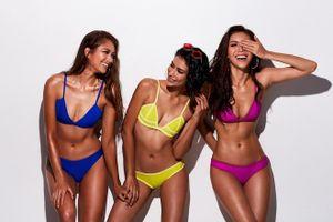 Có ai 'tỉnh' như Minh Tú, tự tay thiết kế bikini mời HLV Asia's Next Top Model cùng lăng xê