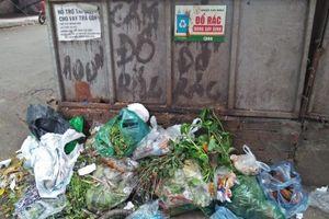 TP. Hà Nội: Rác thải tràn lan, chất đống ngay tại điểm có biển cấm
