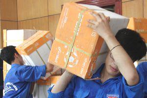 Một triệu cuốn vở tặng học sinh vùng lũ