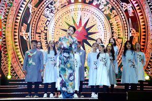 Mỹ Linh nồng nàn hát 'Diễm xưa' tại 'Nhạc hội Việt-Nhật 2018'