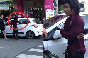 Clip: Cầm gạch phang vỡ kính ô tô, nam thanh niên phải khoanh tay xin lỗi