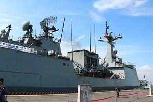 Tàu khu trục Roks Moon Mu The Great (Hàn Quốc) cập cảng Tiên Sa