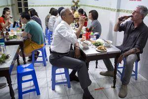 Đầu bếp Mỹ ăn bún chả với ông Obama ở Hà Nội nhận vinh dự cao nhất