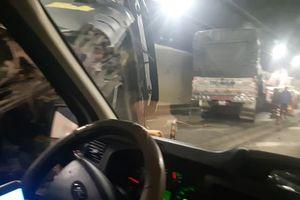 Xe đầu kéo húc bay xe tải trong hầm Hải Vân