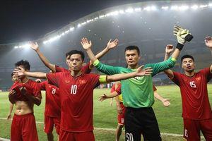 Thông điệp ý nghĩa từ món quà U23 Việt Nam dành tặng đội tuyển nữ